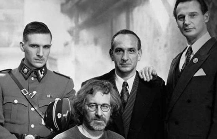 Стивен Спилберг с актерами фильма «Список Шиндлера»