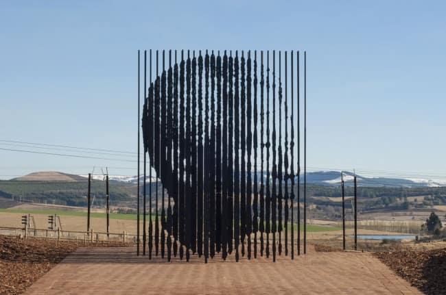 Памятник Нельсону Манделе