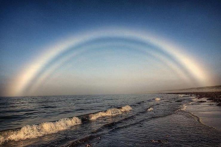 Белая или туманная, бесцветная радуга