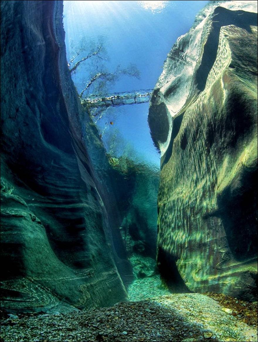 Горная река Верзаска с кристально чистой водой