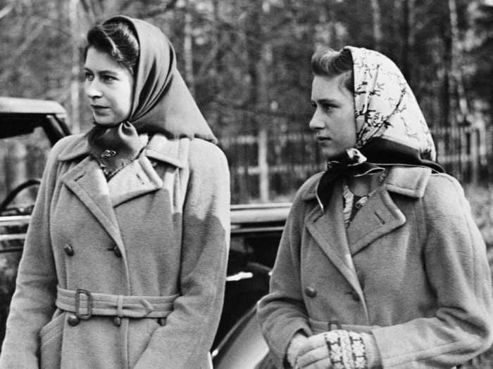 Принцесса Елизавета и принцесса Маргарет в 1945 году.