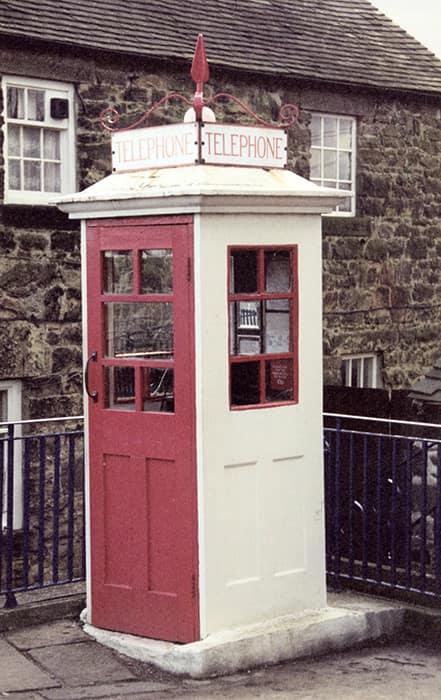Первый вариант телефонной будки в Великобритании