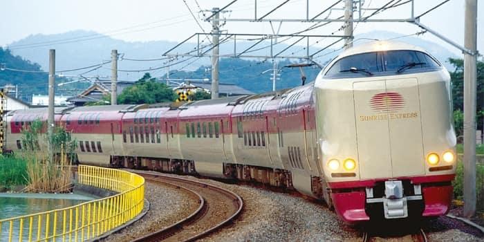 Японский поезд Sunrise Express