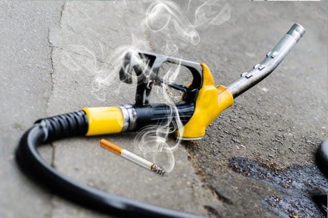 Взрыв бензоколонки отсигареты