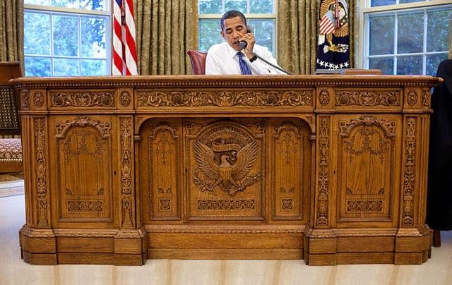 Стол Резолют (Resolute) в Овальном кабинете Белого дома