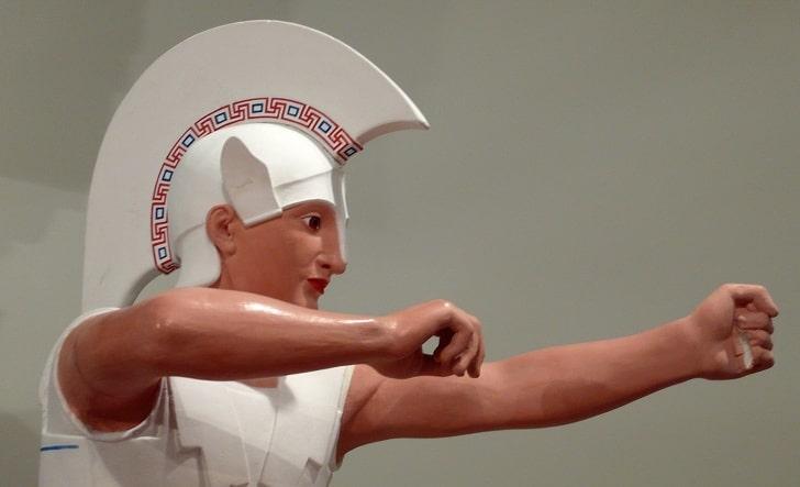 Античные статуи не белые