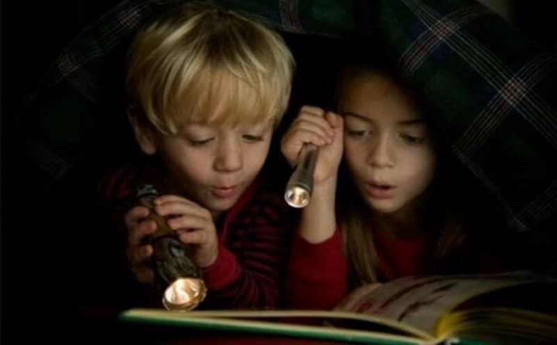 Чтение при тусклом свете разрушает зрение