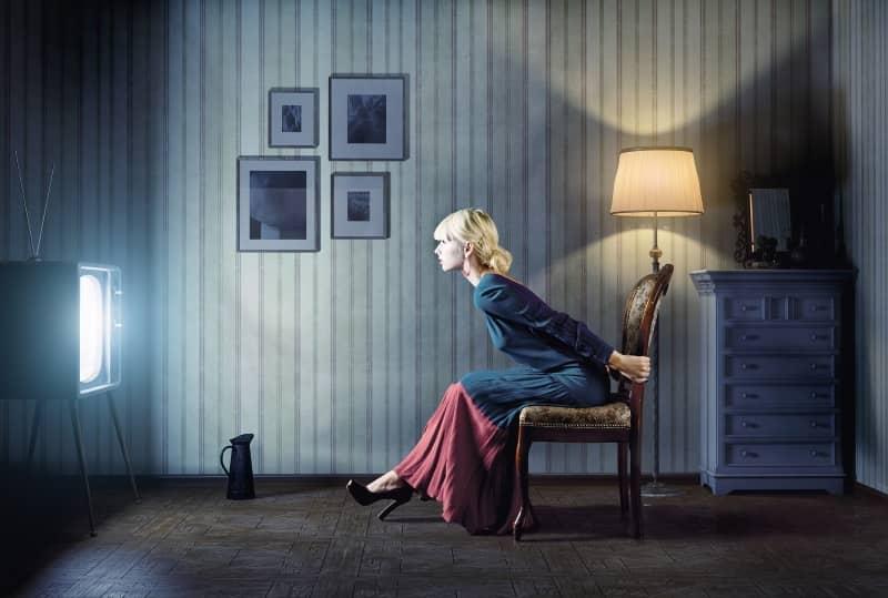 Для зрения очень вредно сидеть близко к телевизору