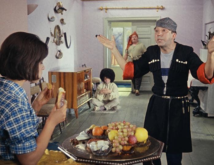 КАДР ИЗ ФИЛЬМА «КАВКАЗСКАЯ ПЛЕННИЦА, ИЛИ НОВЫЕ ПРИКЛЮЧЕНИЯ ШУРИКА» (1966)