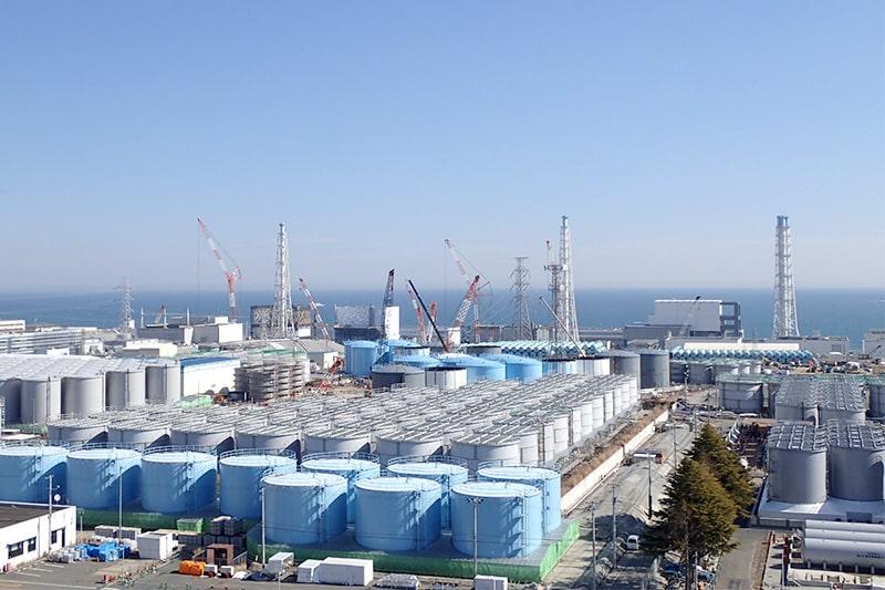 Вид на территорию АЭС «Фукусима-1»