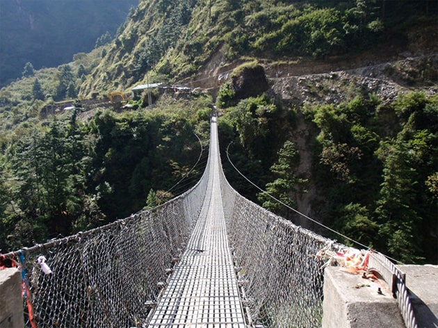 Висячий мост в горах Гаса