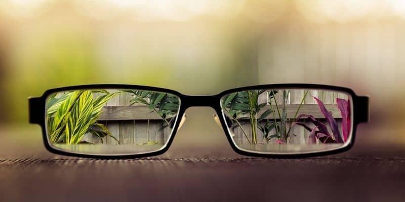 Слепые люди не видят абсолютно ничего