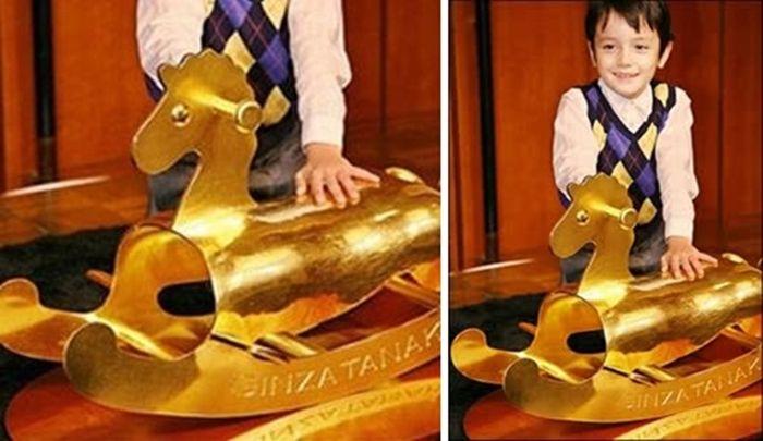 Золотая лошадь-качалка