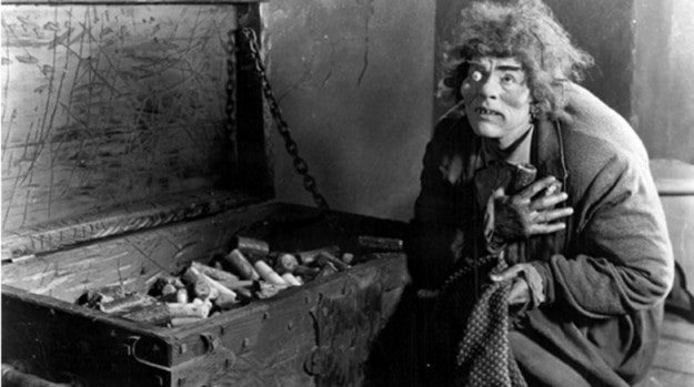 Горбун из Нотр-Дама умер от голода на кладбище