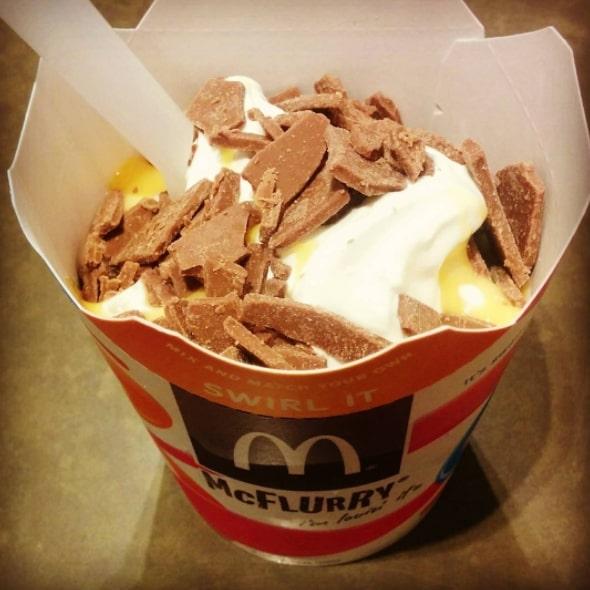 Макфлурри с шоколадными яйцами Cadbury