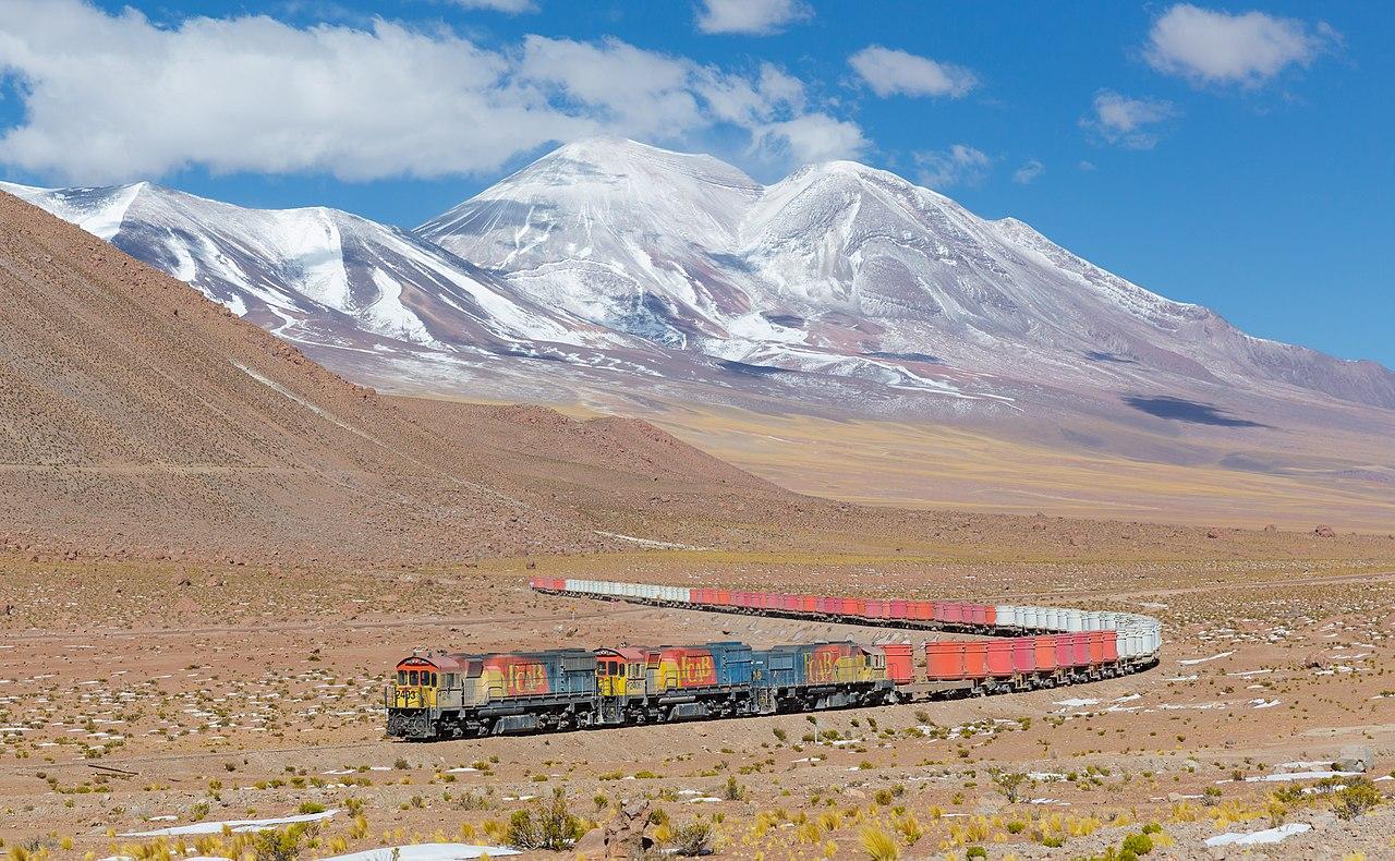 Поезд из Антофагасты в Боливию, изображенный между Сан-Педро и Аскотаном