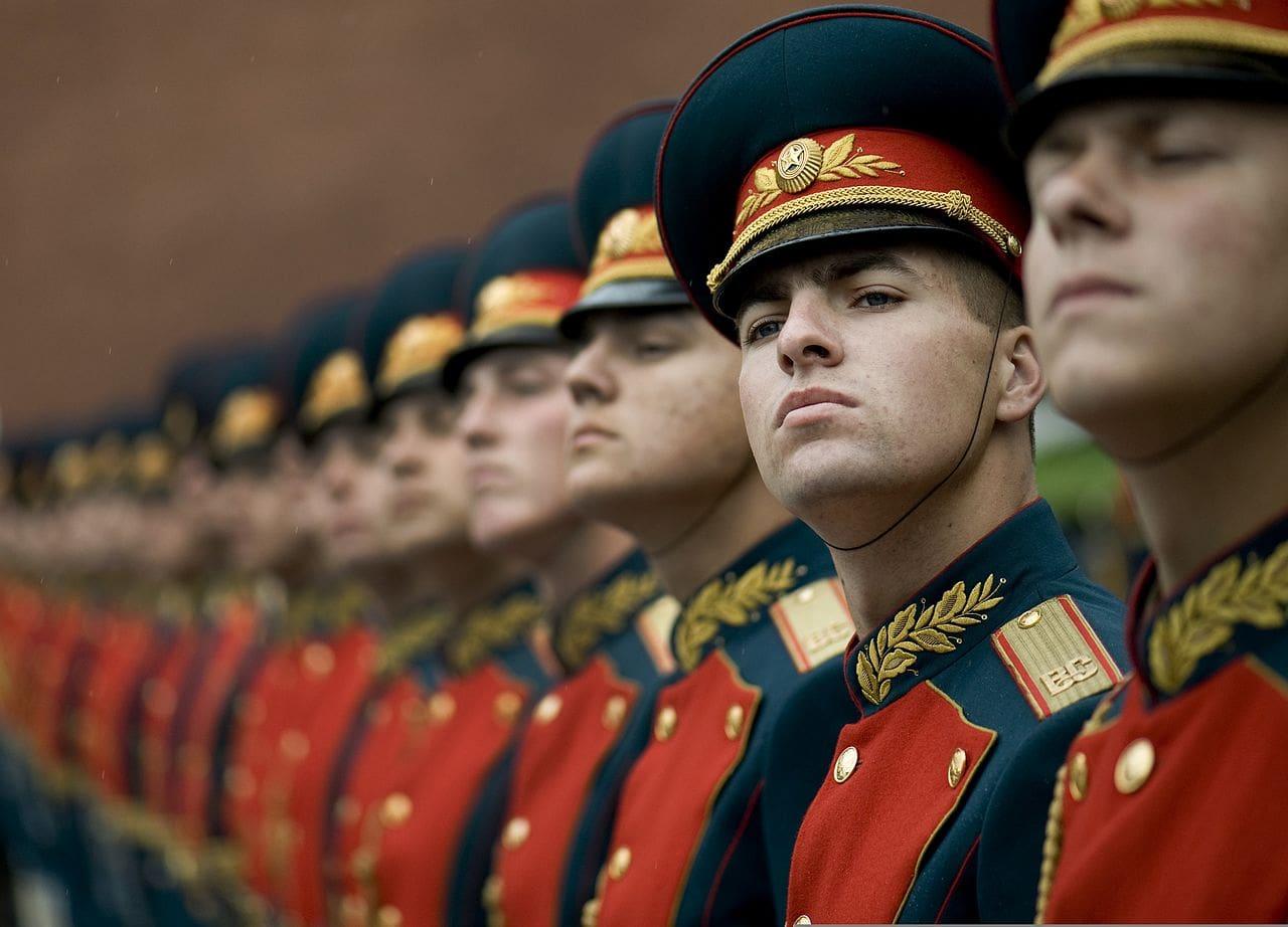 Рота почетного караула российских вооруженных сил у Могилы Неизвестного Солдата