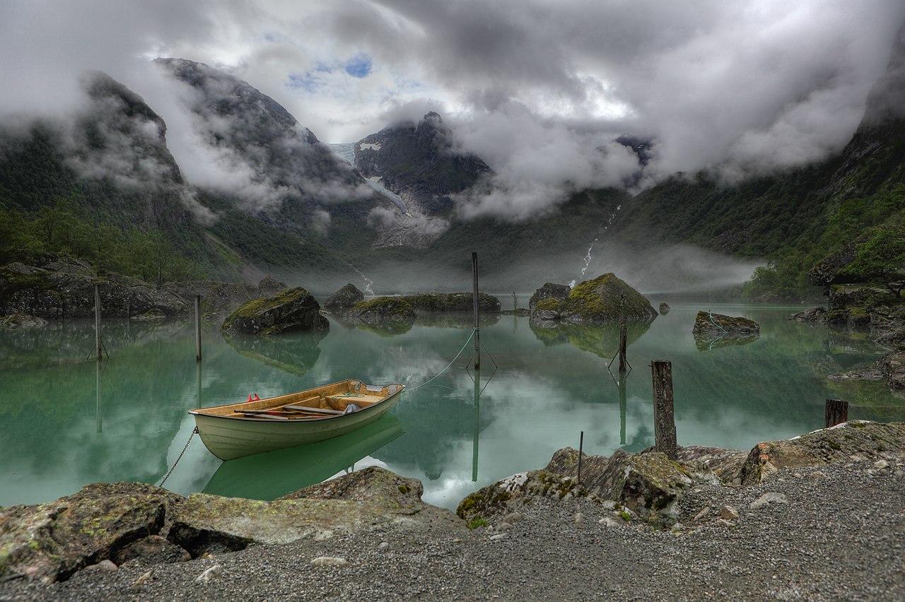 Вид на озеро Бондхус, Норвегия