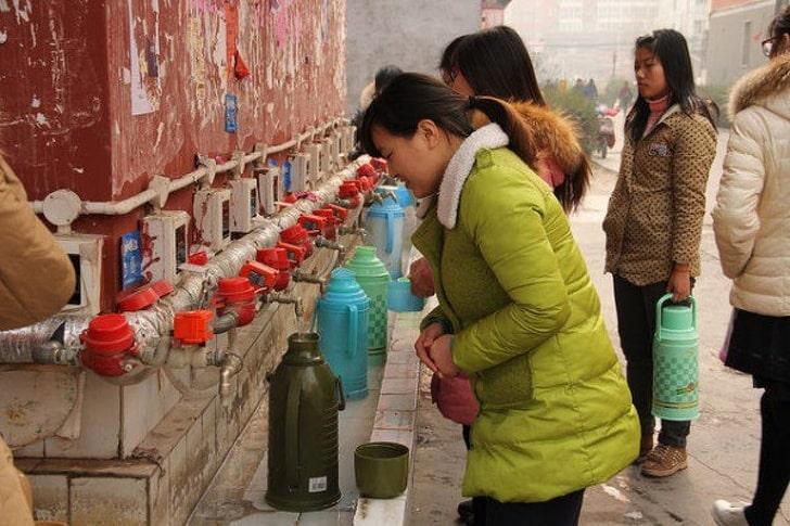 Китайцы пьют в основном горячую воду