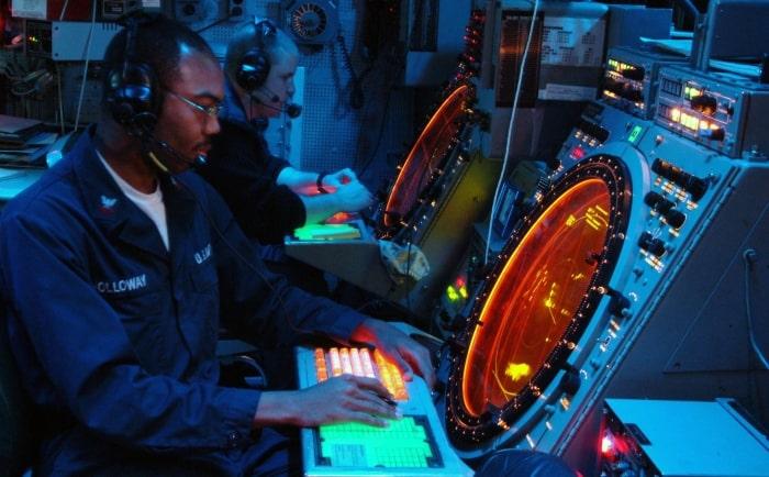 Современный летчик в полете связан с авиадиспетчером