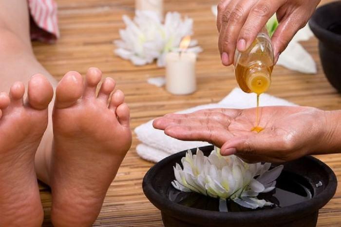 Лавандовое или другое ароматное масло для ног