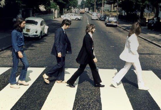 Дорожные знаки с надписью Abbey Road