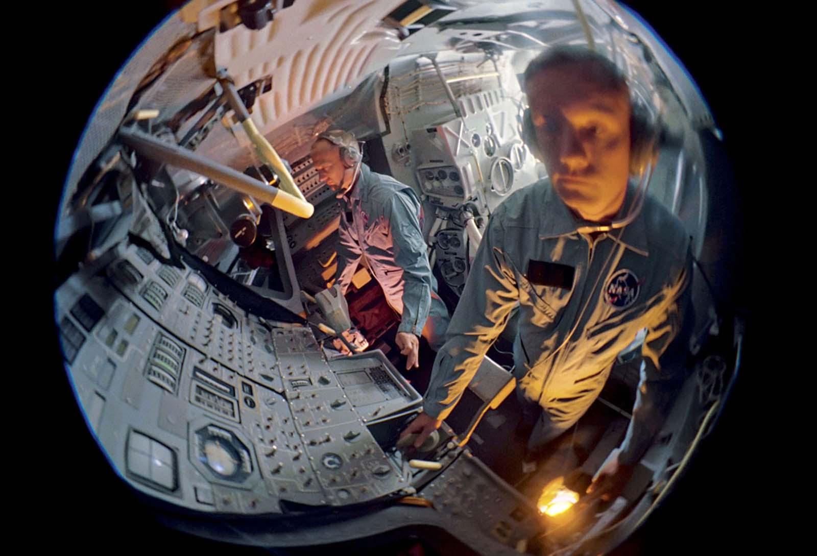Астронавты Базз Олдрин и Нил Армстронг