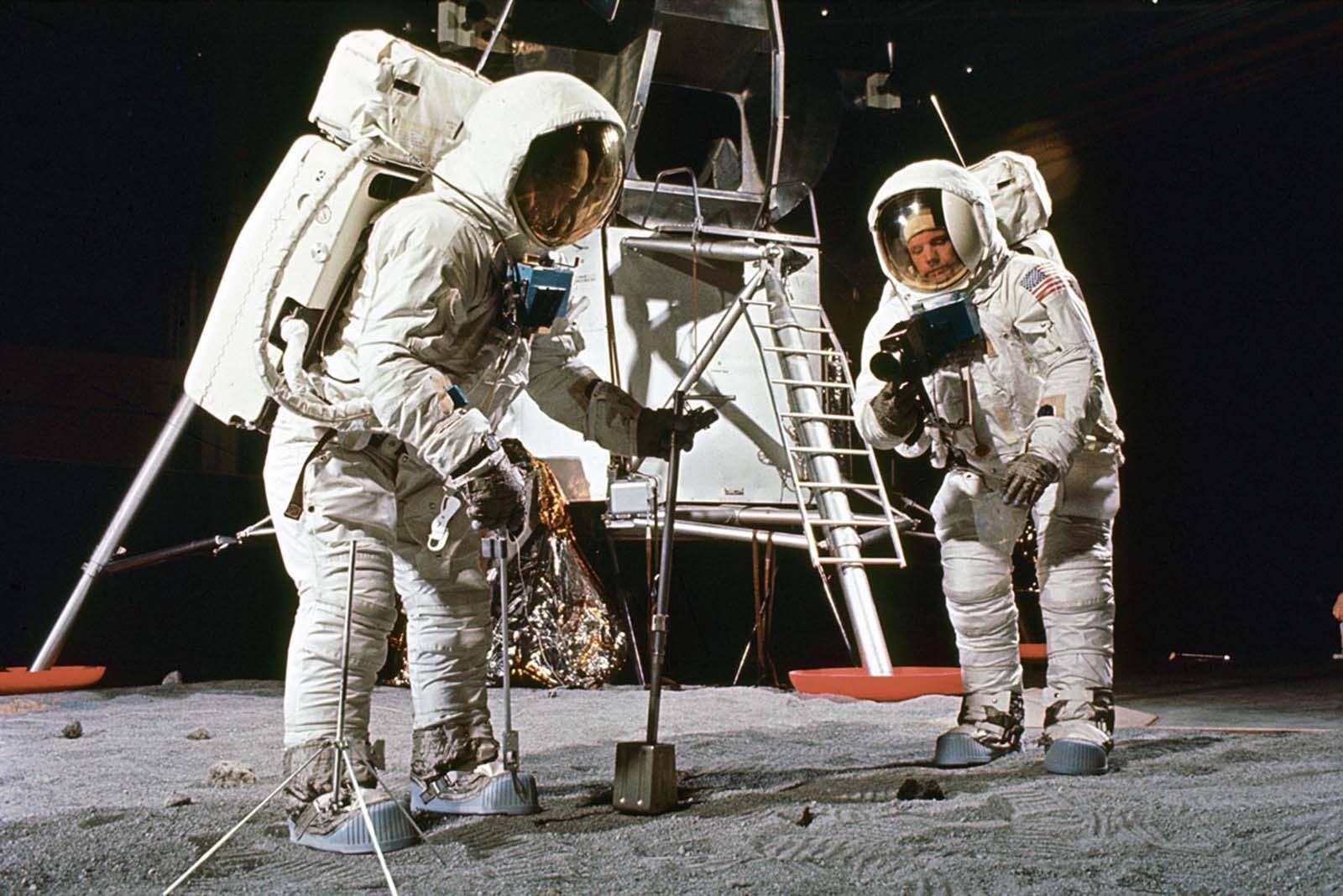 Базз Олдрин (слева) и Нил Армстронг