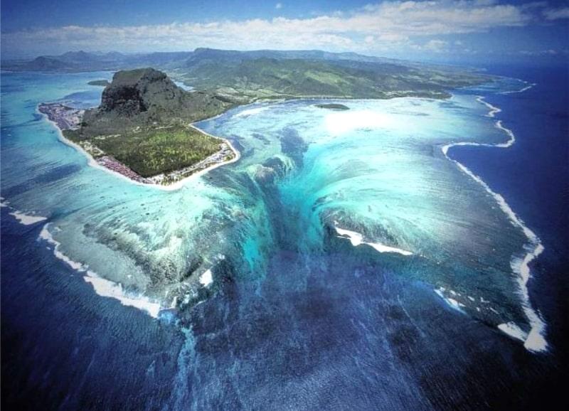 Эффект подводного водопада
