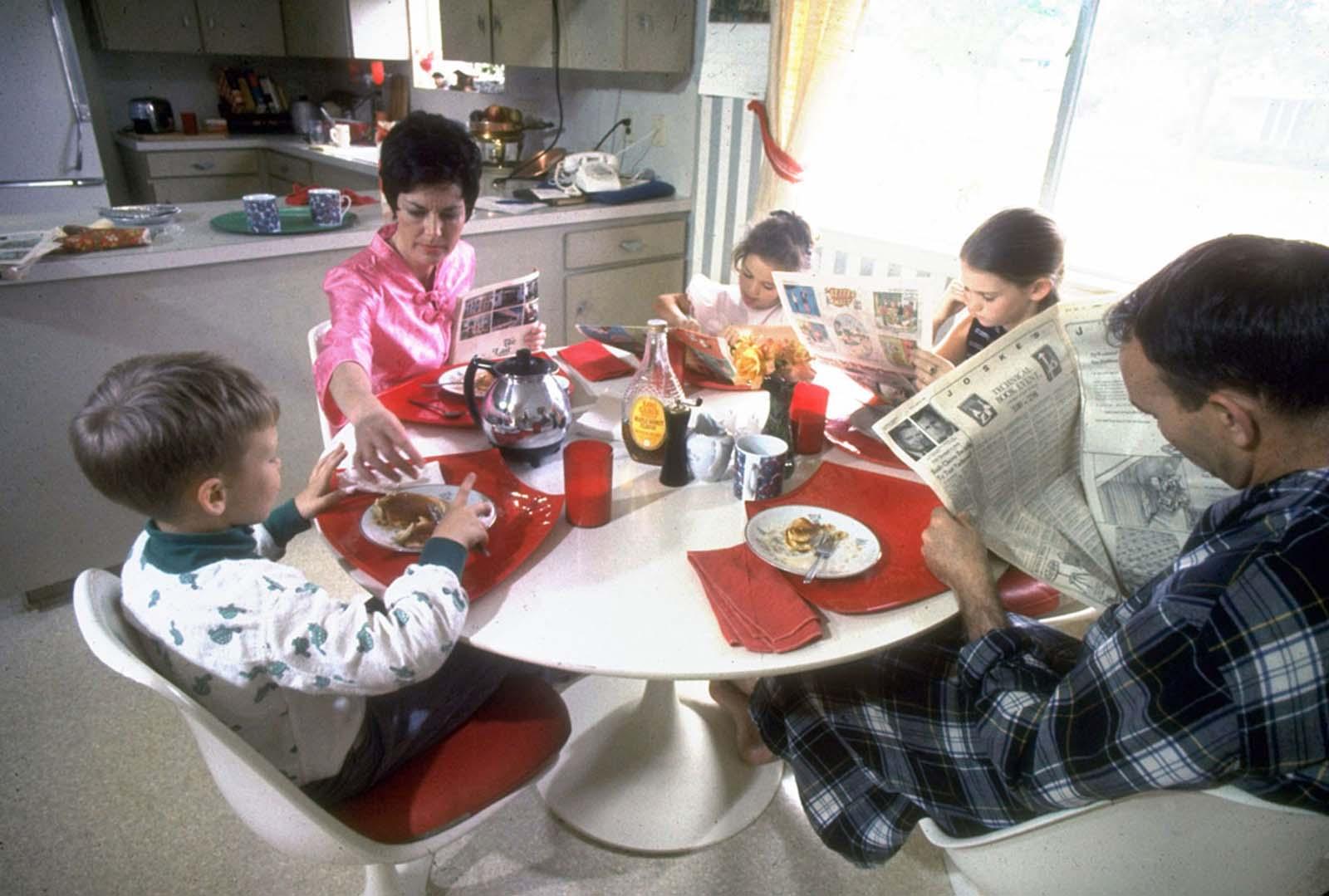 Майкла и Пэт Коллинз и их дети