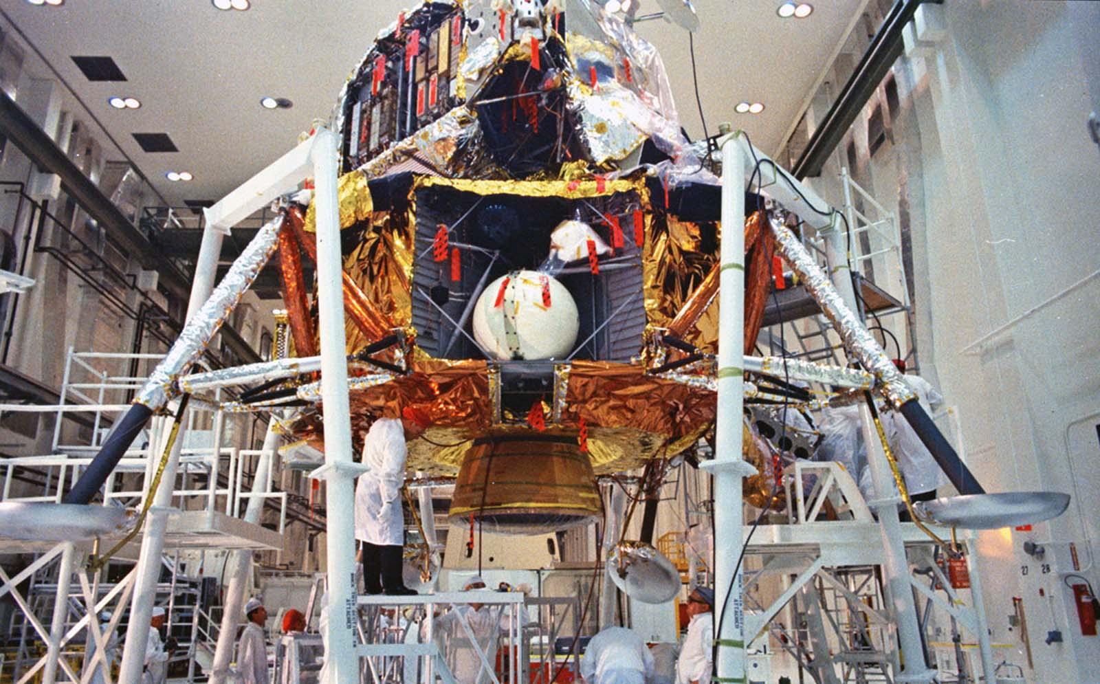 проверка лунного модуля «Аполлон-11»
