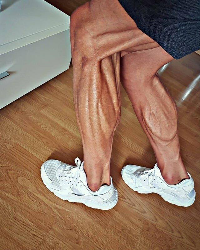 Ноги спортсмена-велогонщика
