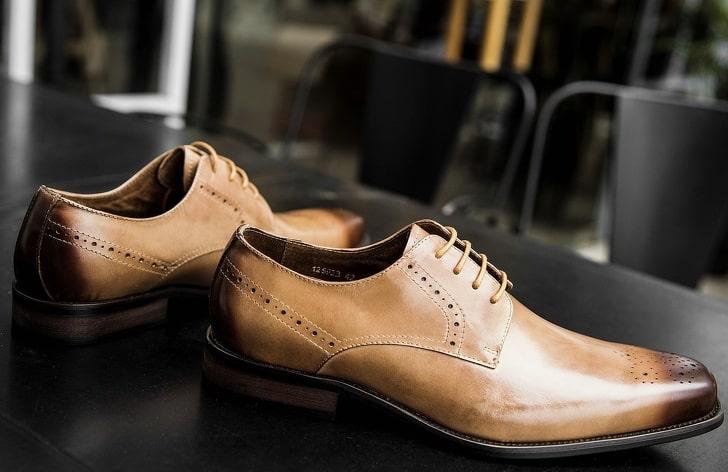 Зачем нужны дырочки в мужских туфлях