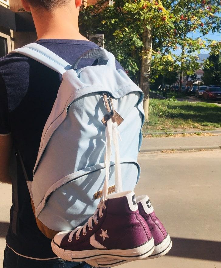 1. Ромб с прорезями на рюкзаке