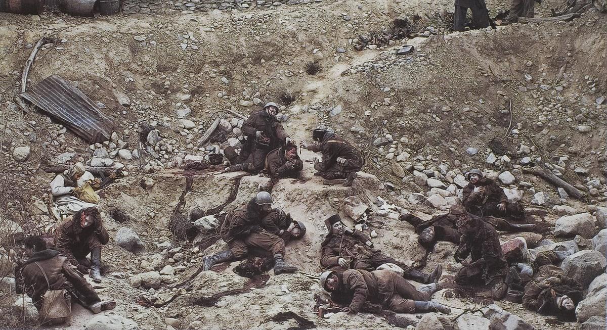 Джефф Уолл — «Говорят мёртвые воины…»