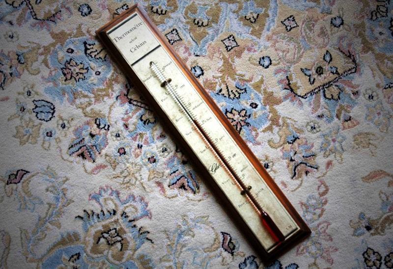 Старинный спиртовой термометр