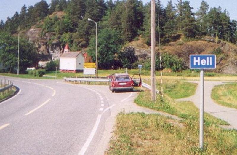 Дорожный знак на шоссе в ад