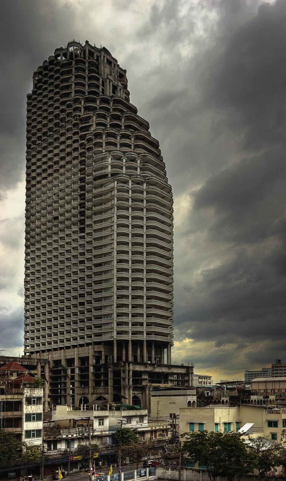 Уникальная башня Саторна (Sathorn Unique)