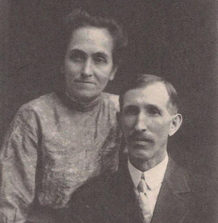Родители Уолта — Элиас и Флора Дисней.