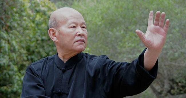 Чжоу Тин-Цзюэ – генерирует тепло ладонями