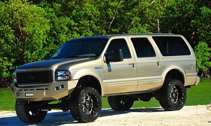 Ford Excursion-самая большая машина в мире в классе внедорожников