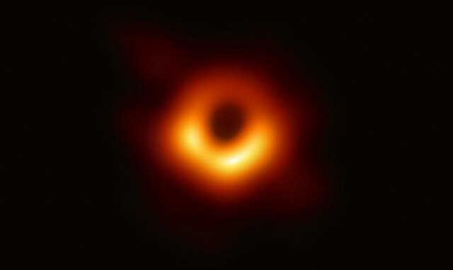 Первое фото черной дыры - 2019