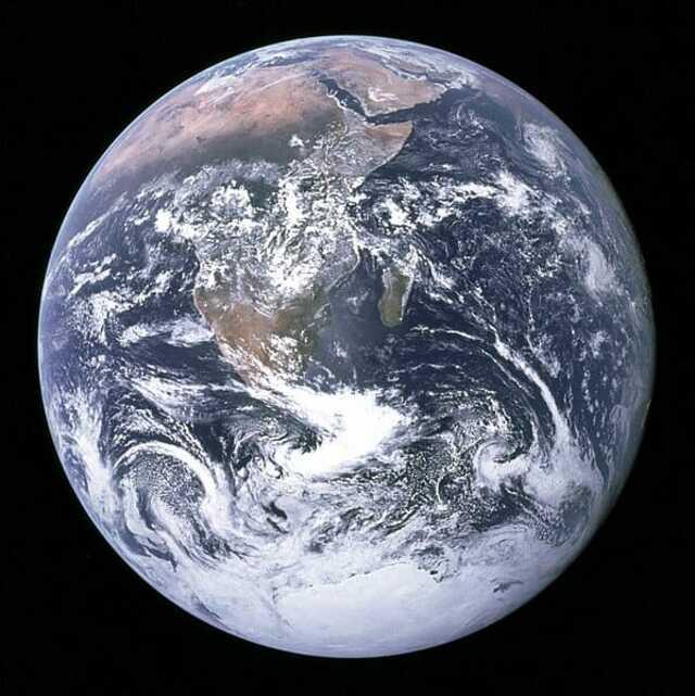 Первое фото полностью освещенной земли - 1972
