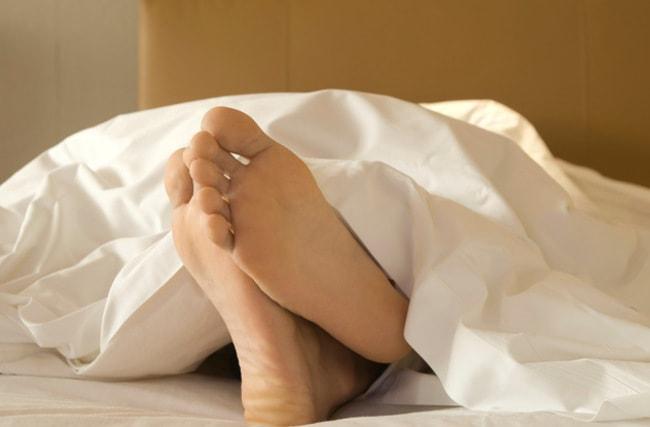 Почему мы подергиваемся во сне?