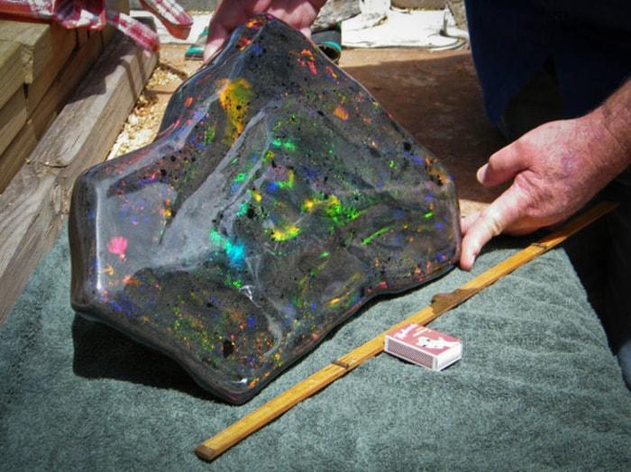 Самая большая в мире опаловая матрица