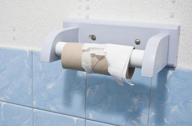Почему мы ленимся заменить рулон туалетной бумаги?