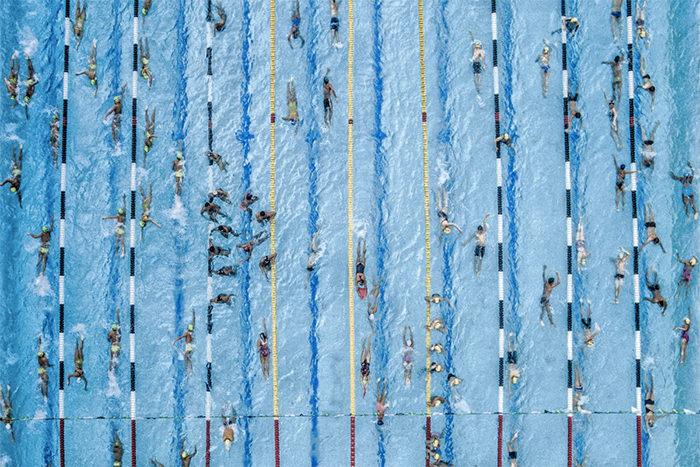 Группа юных пловцов