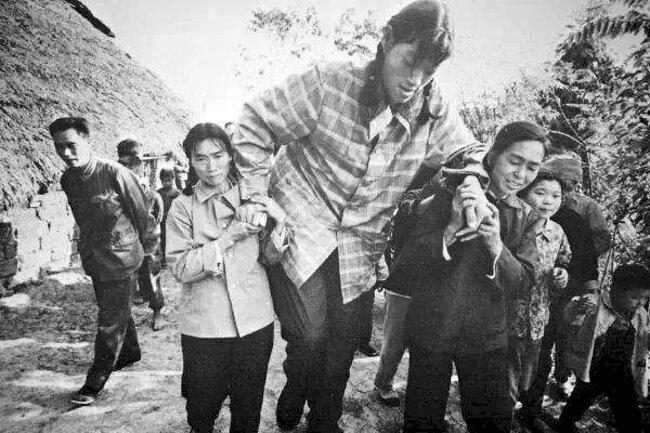 Цзэн Цзиньлянь (Zeng Jinlian)-Самая высокая женщина