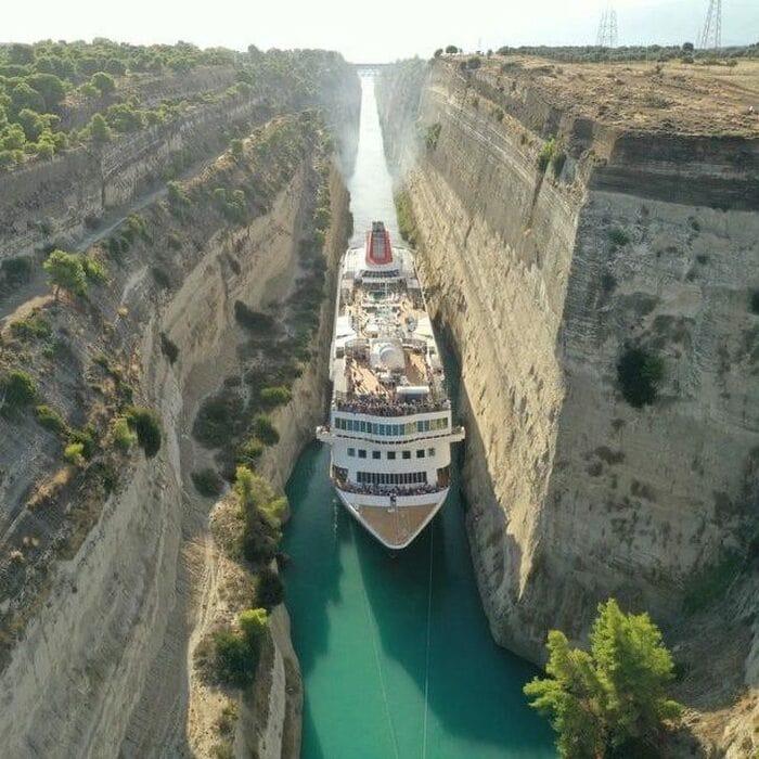 узкий Коринфский канал