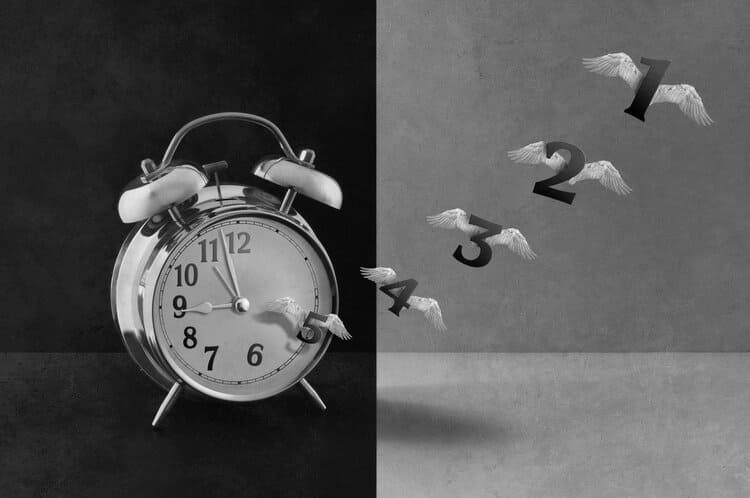 Физика объясняет, почему с возрастом время идет быстрее